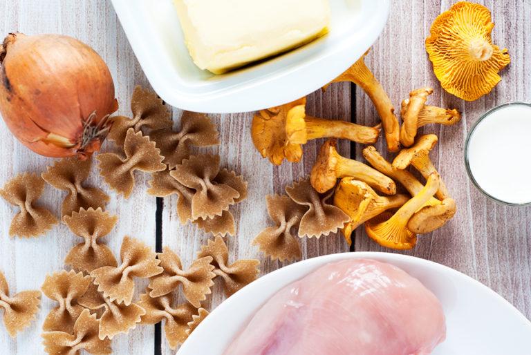 Makaron pełnoziarnisty z kurczakiem i sosem kurkowym - półprodukty