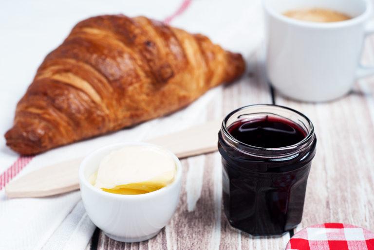 Croissant z konfiturą aroniową - półprodukty | lunchboxodkuchni.pl
