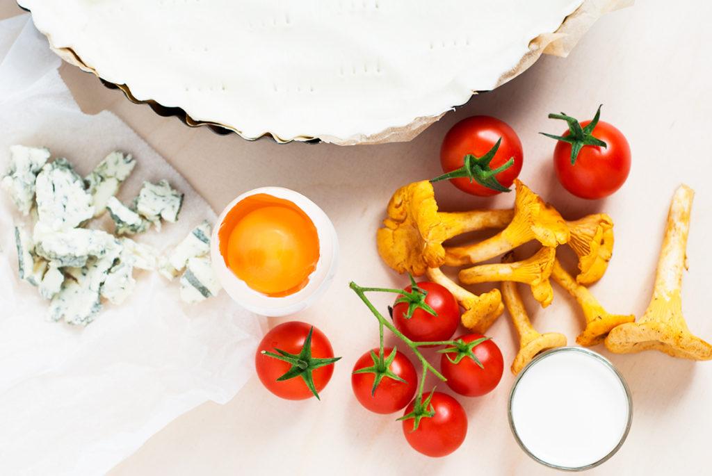 Quiche z kurkami, gorgonzolą i pomidorkami koktailowymi