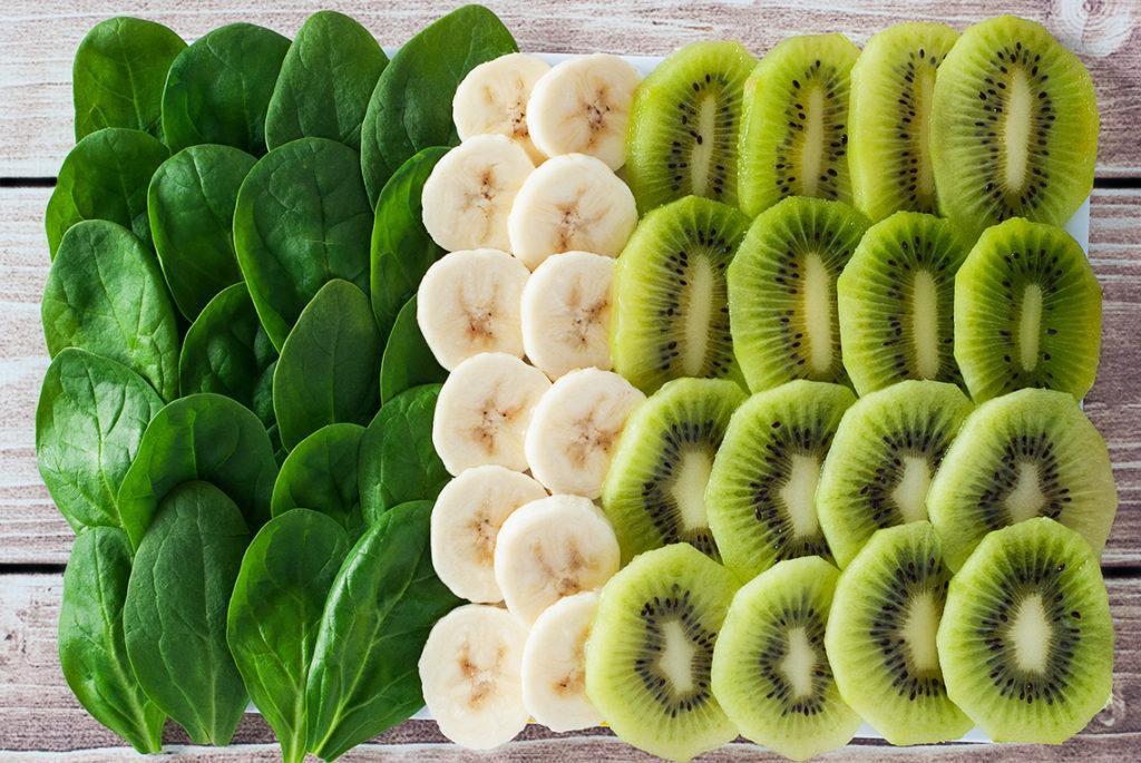 Koktajl banan-kiwi-szpinak - produkty