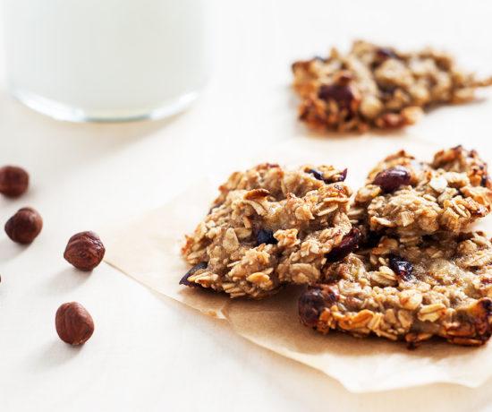 Ciasteczka owsiane z orzechami laskowymi i żurawiną bez mąki | lunchboxodkuchni.pl
