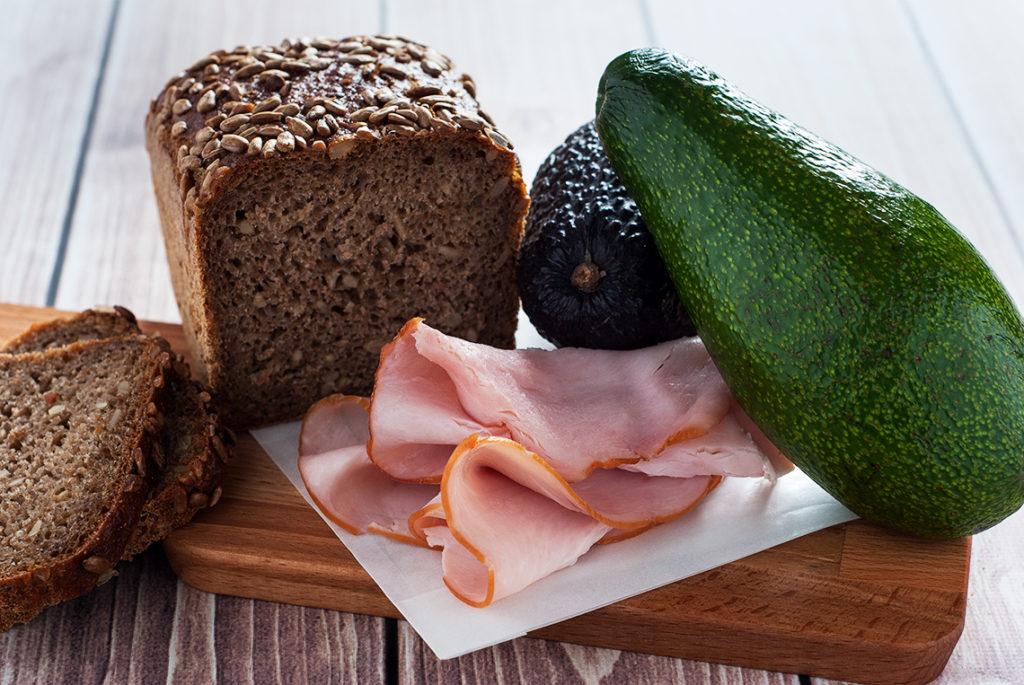 Kanapka z szynką i avocado - produkty | lunchboxodkuchni.pl