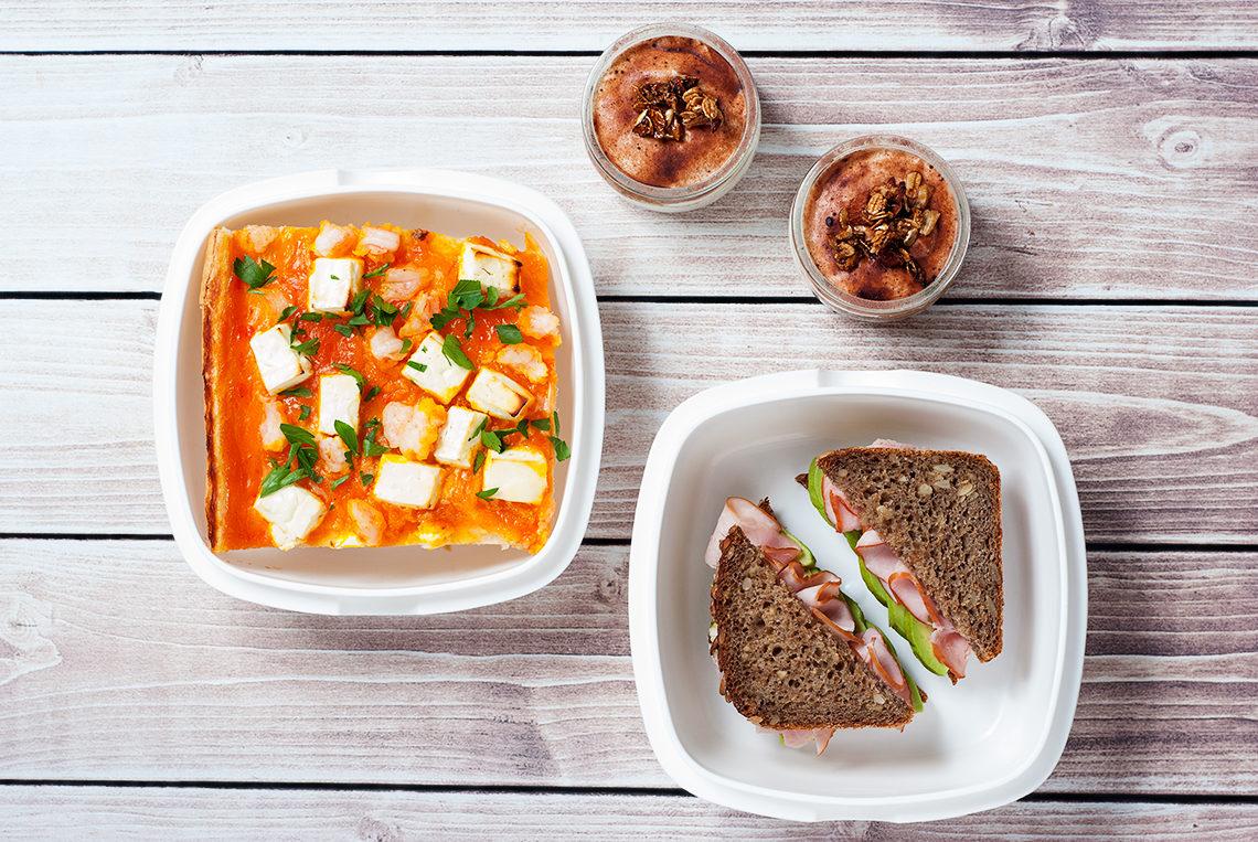Lunchbox kanapka z szynką i avocado, serek homogenizowany a la tiramisu, quiche z krewetkami na bazie zupy dyniowej | lunchboxodkuchni.pl