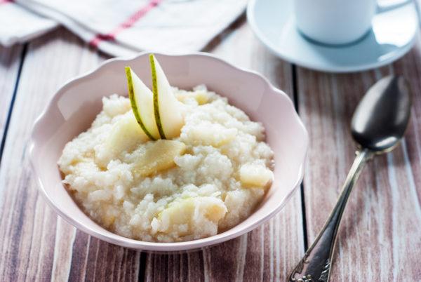 Płatki ryżowe z gruszką, imbirem i miodem