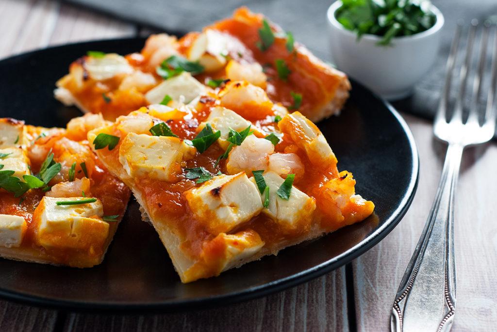 Quiche z krewetkami i sosem na bazie zupy dyniowej | lunchboxodkuchni.pl
