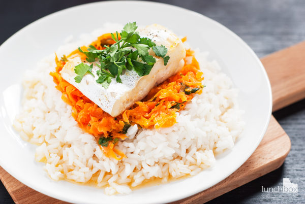 Dorsz na marchewce z ryżem | lunchboxodkuchni.pl