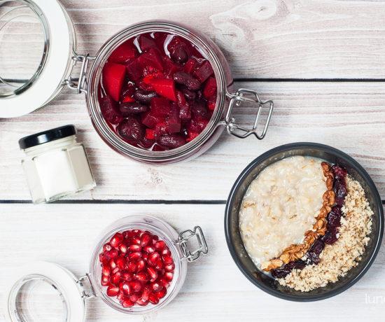Lunchbox - płatki owsiane z żurawiną i orzechami włoskimi, mini serniczek z granatem oraz zupa ala barszcz ukraiński | lunchboxodkuchni.pl