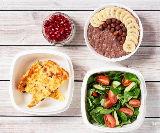 Lunchbox - płatki ryżowe z kakao, bananem i orzechami laskowymi, pudding ryżowy na mleku kokosowym z granatem i zapiekanka ziemniaczana ze śmietaną | lunchboxodkuchni.pl