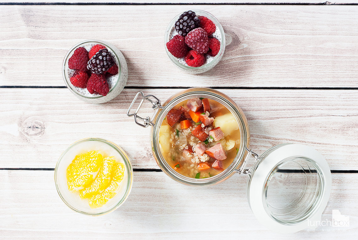 Lunchbox - płatki ryżowe z pomarańczą i imbirem, pudding chia na mleku kokosowym z malinami i krupnik | lunchboxodkuchni.pl