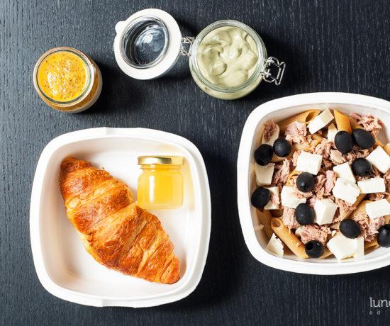 Lunchbox - croissant z miodem, pudding ryżowy z musem z mandarynki i sałatka z tuńczykiem | lunchboxodkuchni.pl