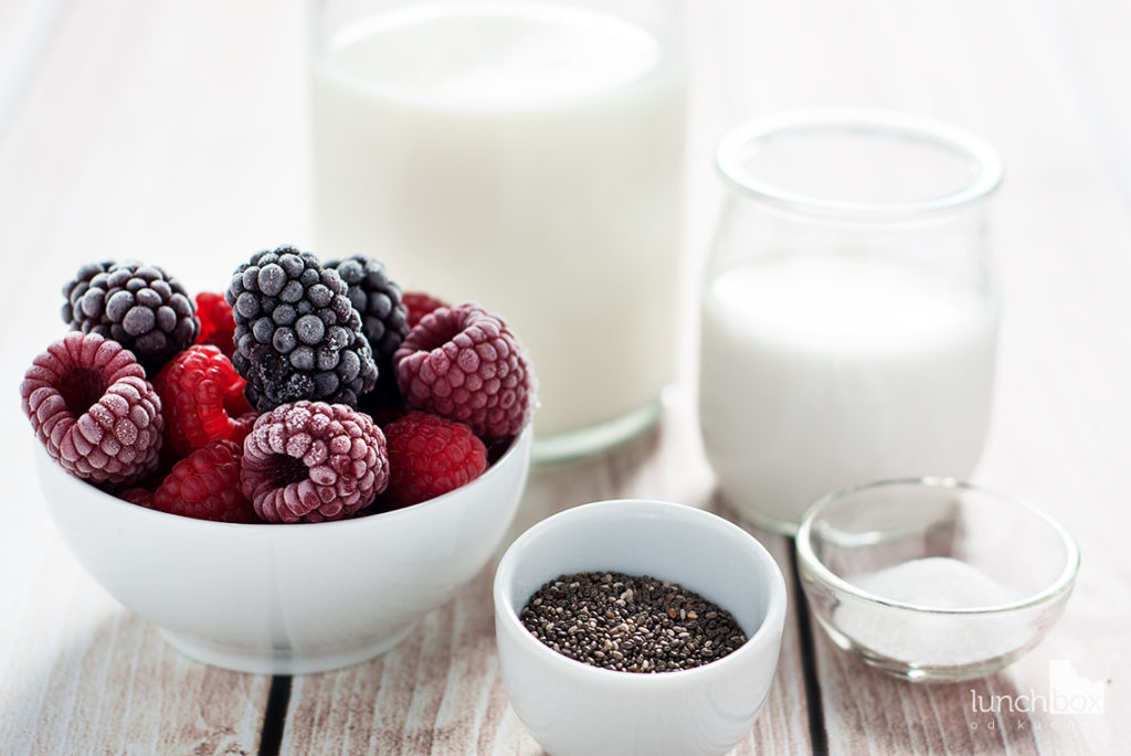 Pudding chia na mleku kokosowym z malinami | lunchboxodkuchni.pl