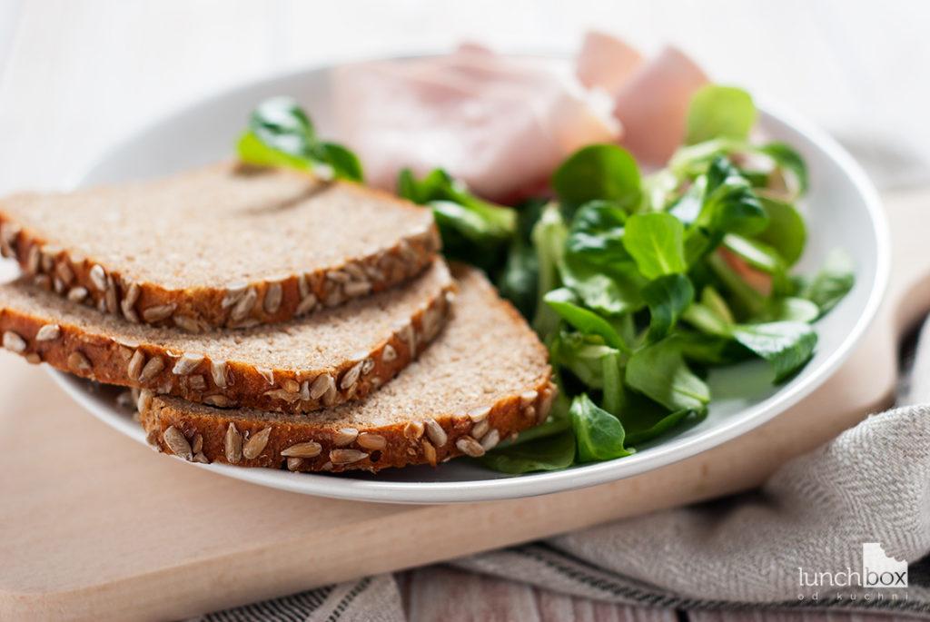 Kanapka z chleba orkiszowego z polędwicą z indyka i roszponką - produkty | lunchboxodkuchni.pl