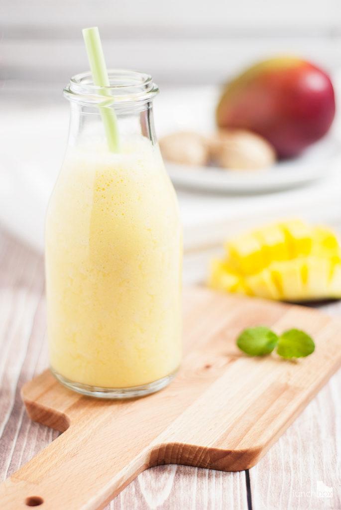 Smoothie z mango, mleka migdałowego i imbiru | lunchboxodkuchni.pl