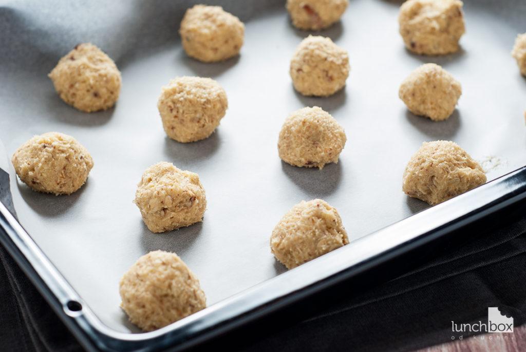 Ciastka owsiano-migdałowe przed pieczeniem | lunchboxodkuchni.pl