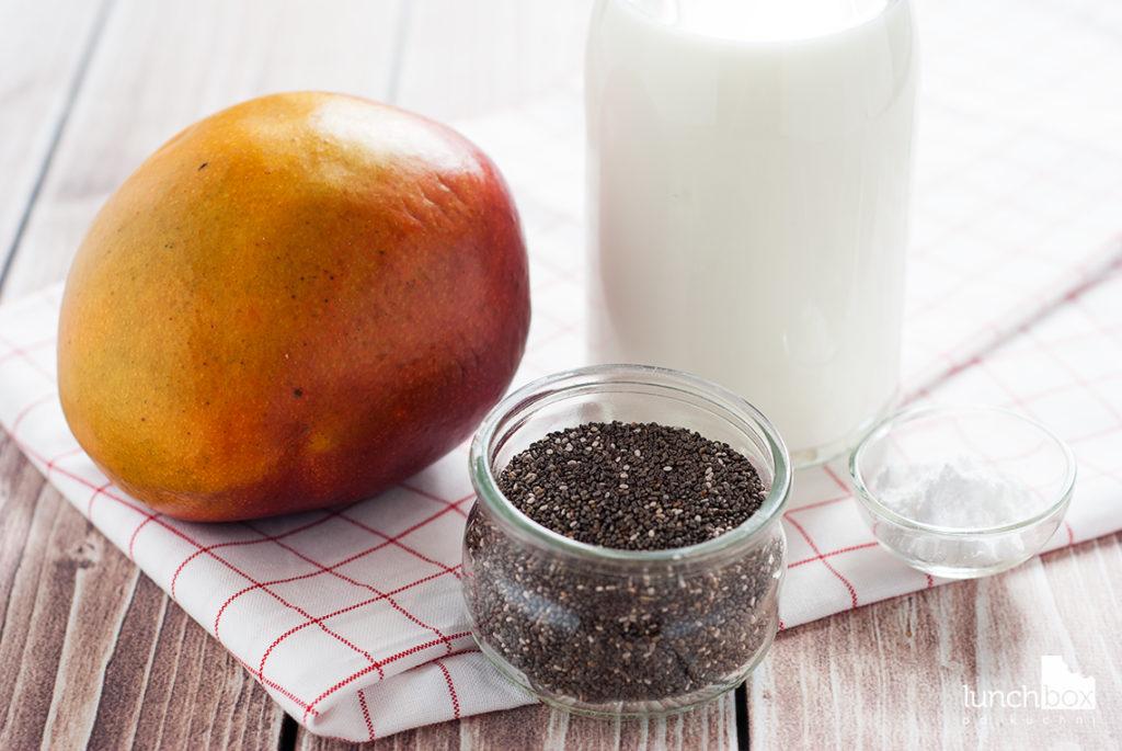 Pudding chia na mleku migdałowym z musem mango - produkty | lunchboxodkuchni.pl
