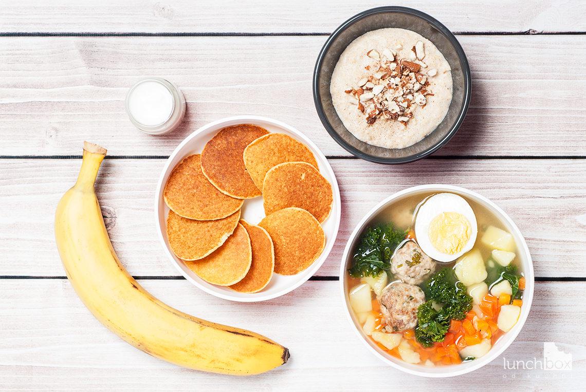 Lunchbox: jaglanka z migdałami i cynamonem, placki jaglane z bananem i zupa jarmużowa na pulpetach mięsnych   lunchboxodkuchni.pl