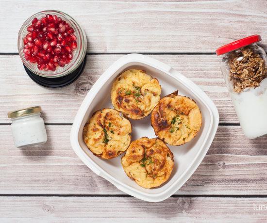 Lunchbox: jogurt naturalny z granolą sezamową, kasza manna miodowo-cytrynowa z granatem i muffiny kalafiorowe | lunchboxodkuchni.pl