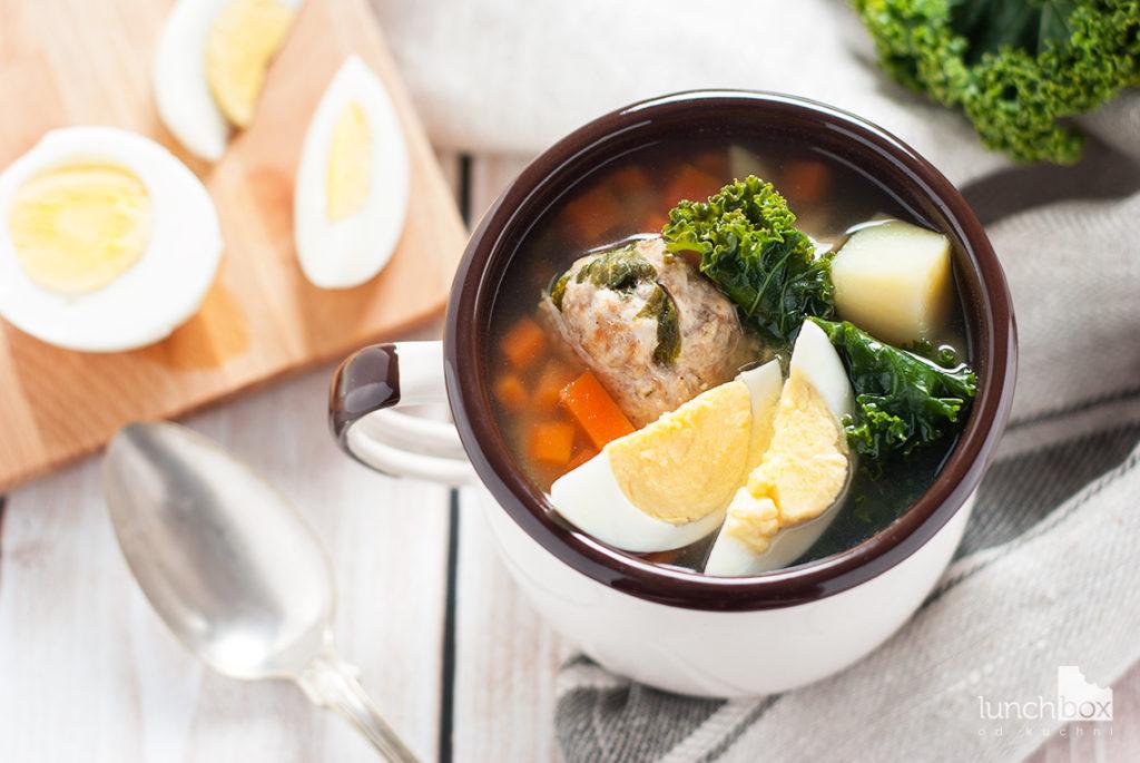 Zupa jarmużowa na pulpetach mięsnych   lunchboxodkuchni.pl