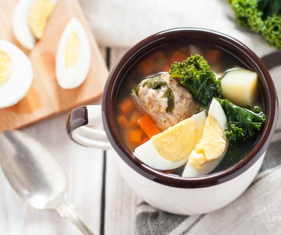 Zupa jarmużowa na pulpetach mięsnych | lunchboxodkuchni.pl