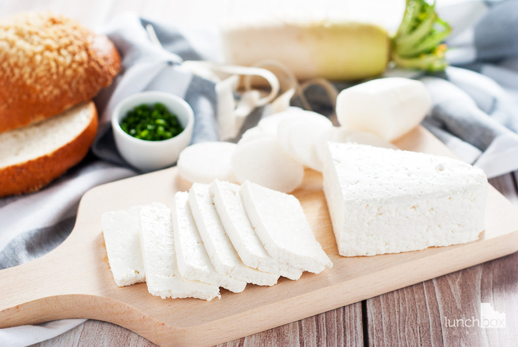 Bułka maślana z twarogiem i białą rzodkwią - produkty | lunchboxodkuchni.pl