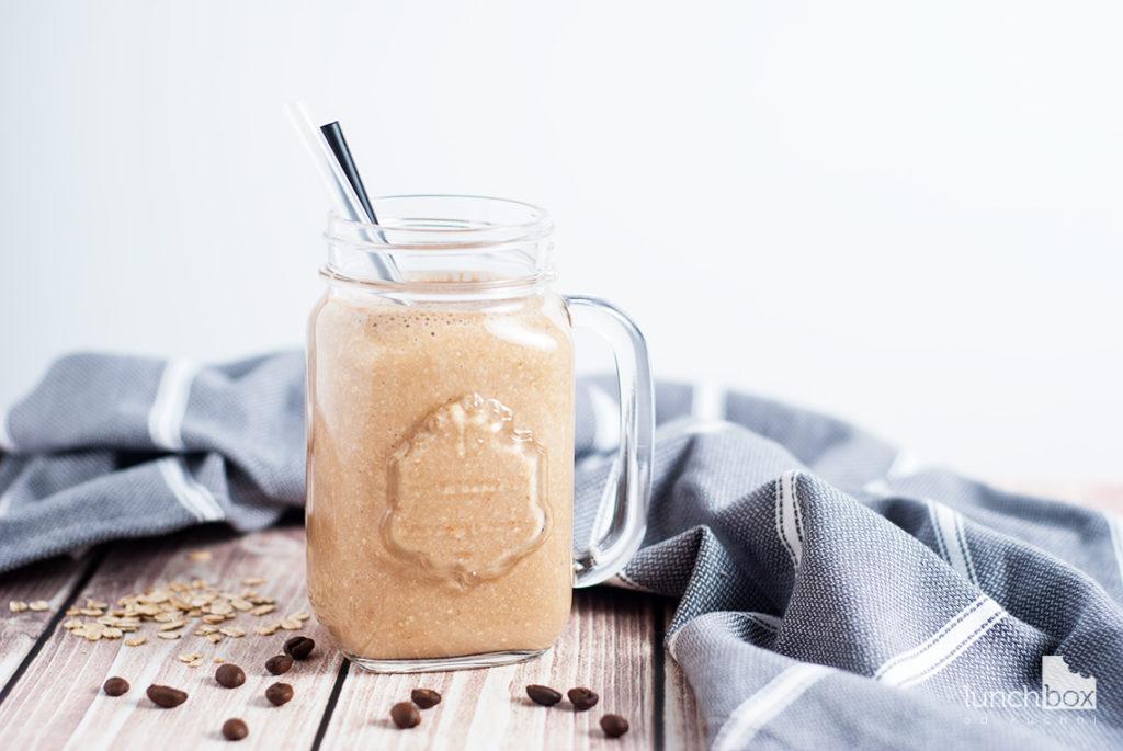 Milkshake kawowy z bananem i płatkami owsianymi   lunchboxodkuchni.pl