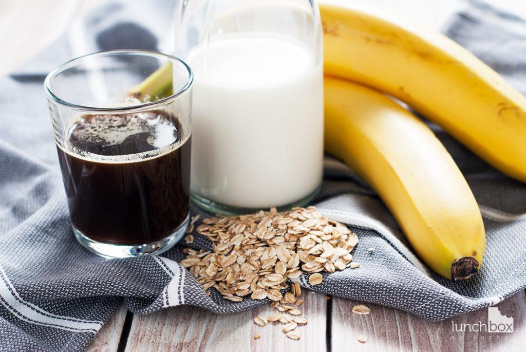 Milkshake kawowy z bananem i płatkami owsianymi - produkty   lunchboxodkuchni.pl