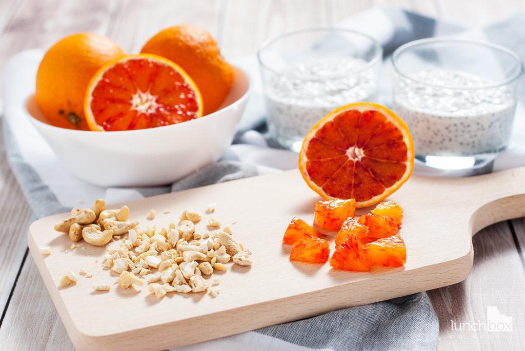 Jogurt naturalny z czerwoną pomarańczą i orzechami nerkowca | lunchboxodkuchni.pl