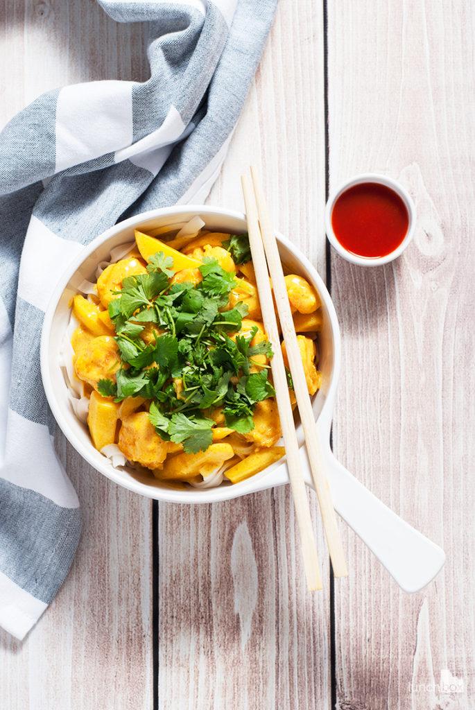 Krewetki w sosie mango-curry z makaronem ryżowym   lunchboxodkuchni.pl