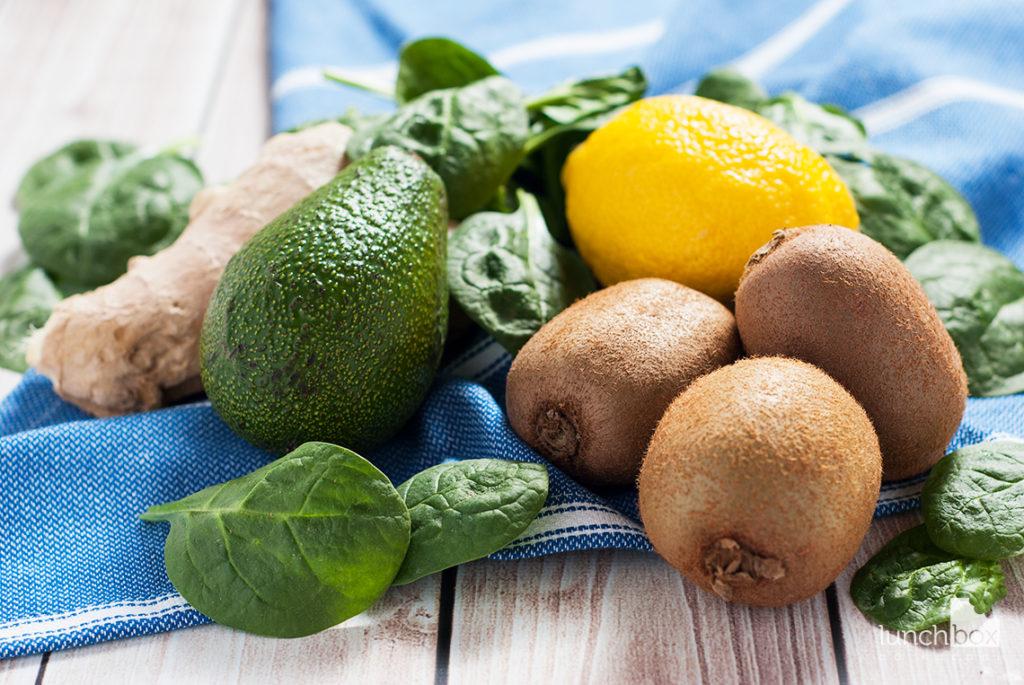 Smoothie z kiwi, avocado i szpinaku | lunchboxodkuchni.pl