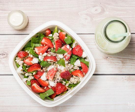 lunchbox - smoothie z ogórka i melona oraz sałatka z kaszą pęczak, szpinakiem i truskawkami | lunchboxodkuchni.pl