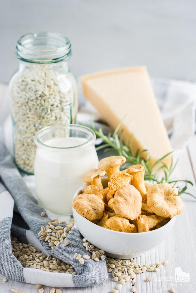 Kasza pęczak z kurkami w sosie śmietanowym z rozmarynem | lunchboxodkuchni.pl