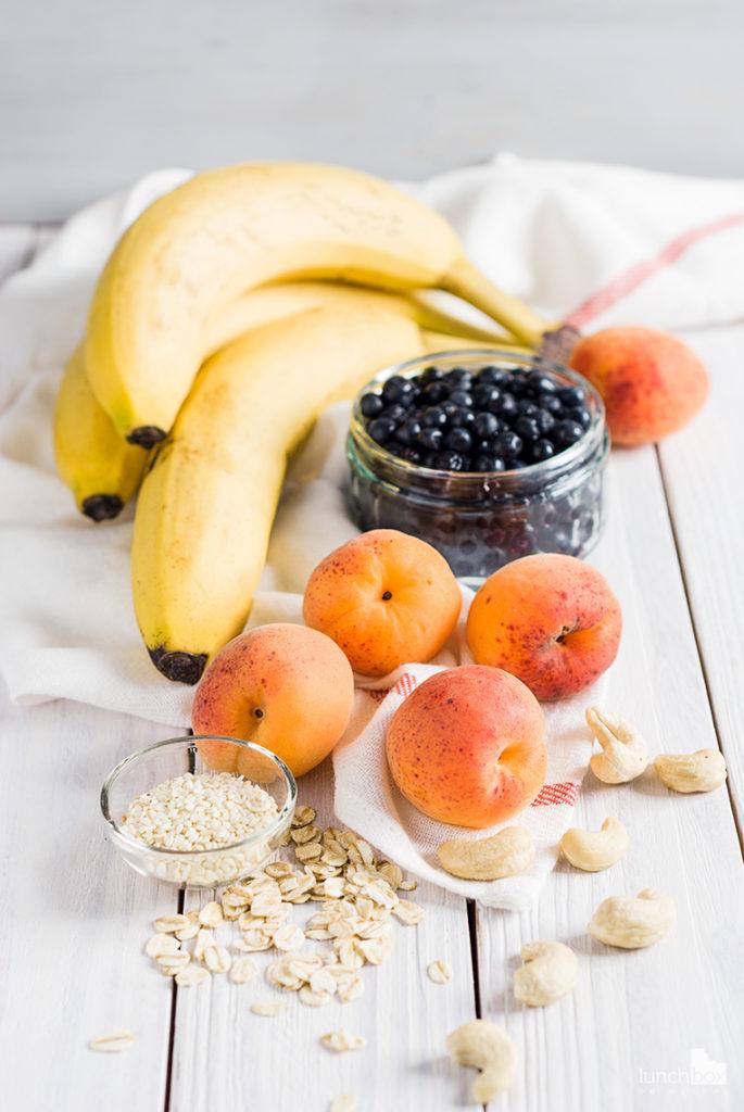 misa morelowo-bananowa z jagodami i malinami | lunchboxodkuchni.pl