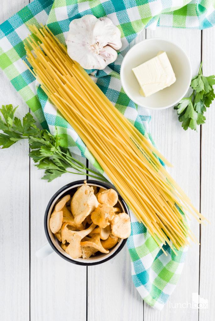 Spaghetti z kurkami i pietruszką | lunchboxodkuchni.pl