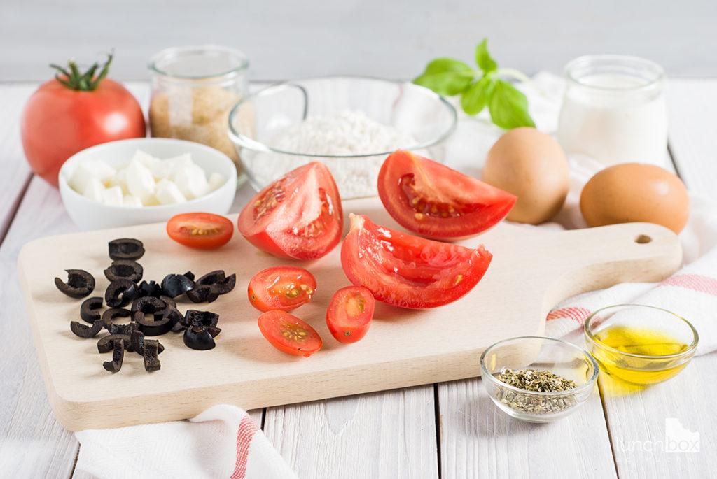 muffiny z pomidorami, fetą i oliwkami | lunchboxodkuchni.pl