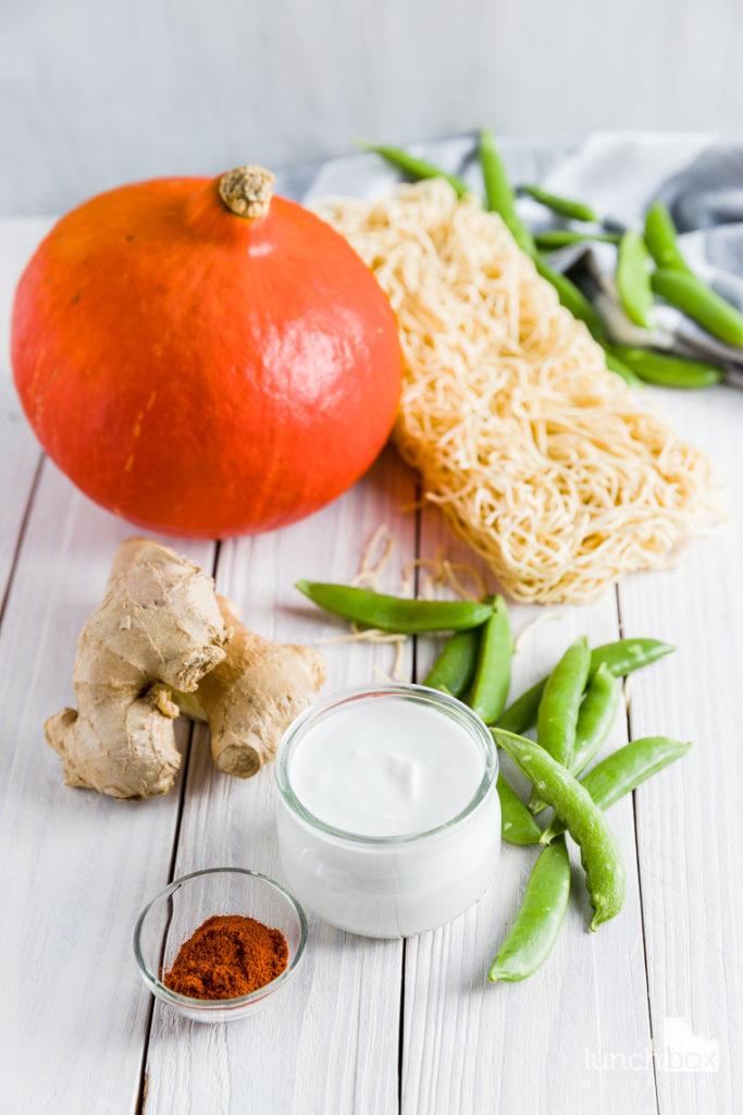 makaron chow mein z dynią i groszkiem cukrowym | lunchboxodkuchni.pl