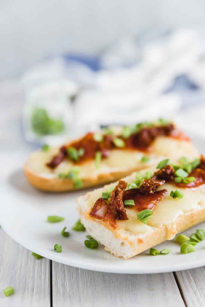 zapiekanka z mozzarellą i salami | lunchboxodkuchni.pl
