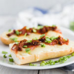 Zapiekanka z peperoni i suszonymi pomidorami | lunchboxodkuchni.pl