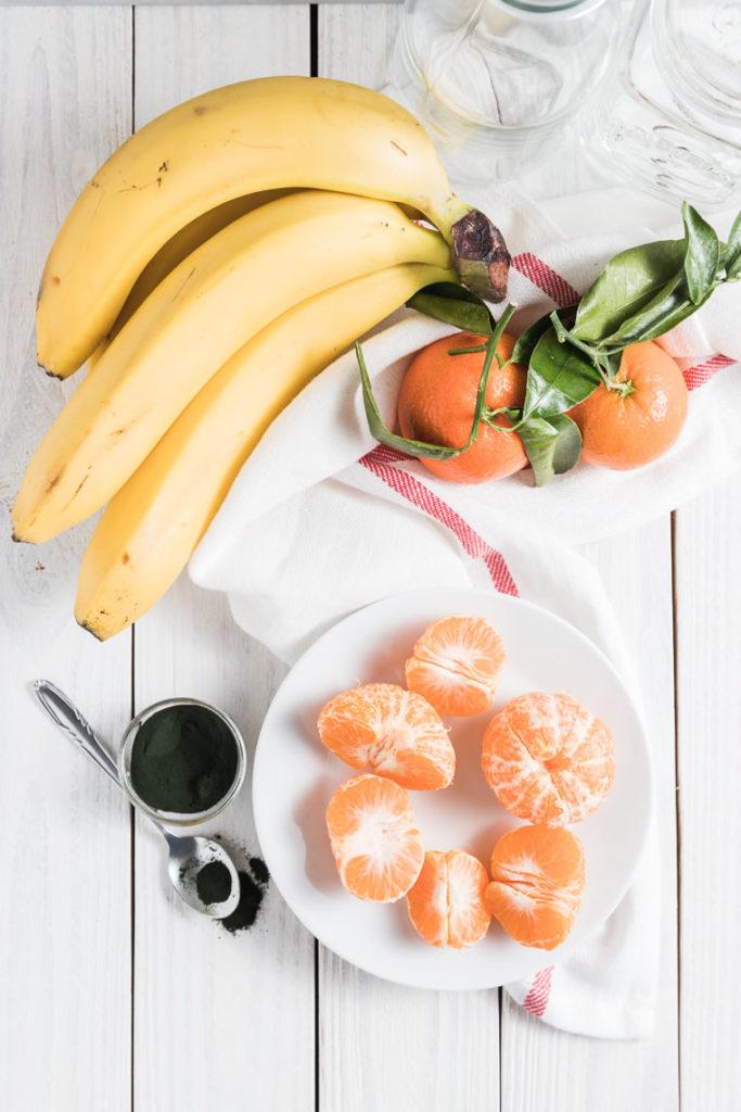 Smoothie z bananem, mandarynką i spiruliną | lunchboxodkuchni.pl
