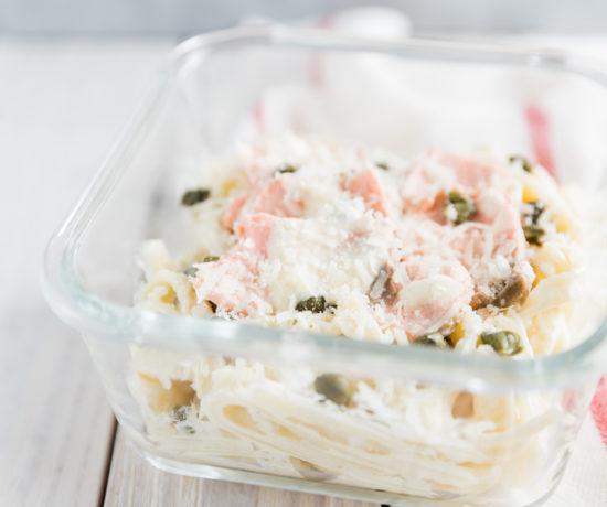 Łosoś na parze w sosie śmietanowym z kaparami | lunchboxodkuchni.pl