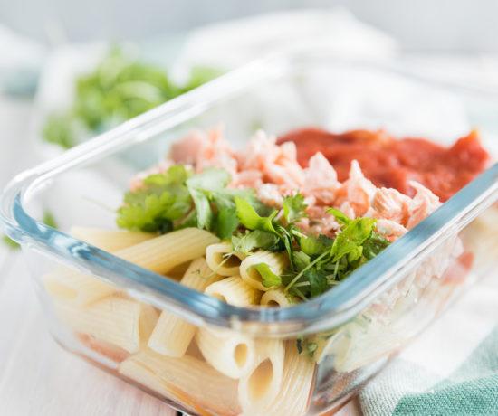 penne z łososiem w sosie pomidorowo-imbirowym | lunchboxodkuchni.pl